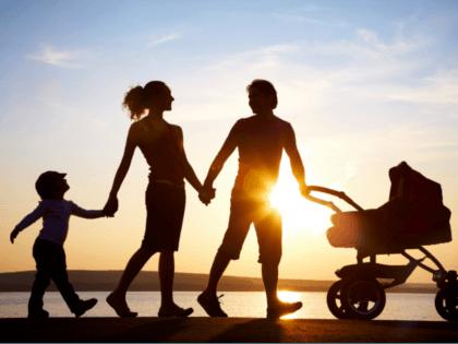 familywalking_420x315